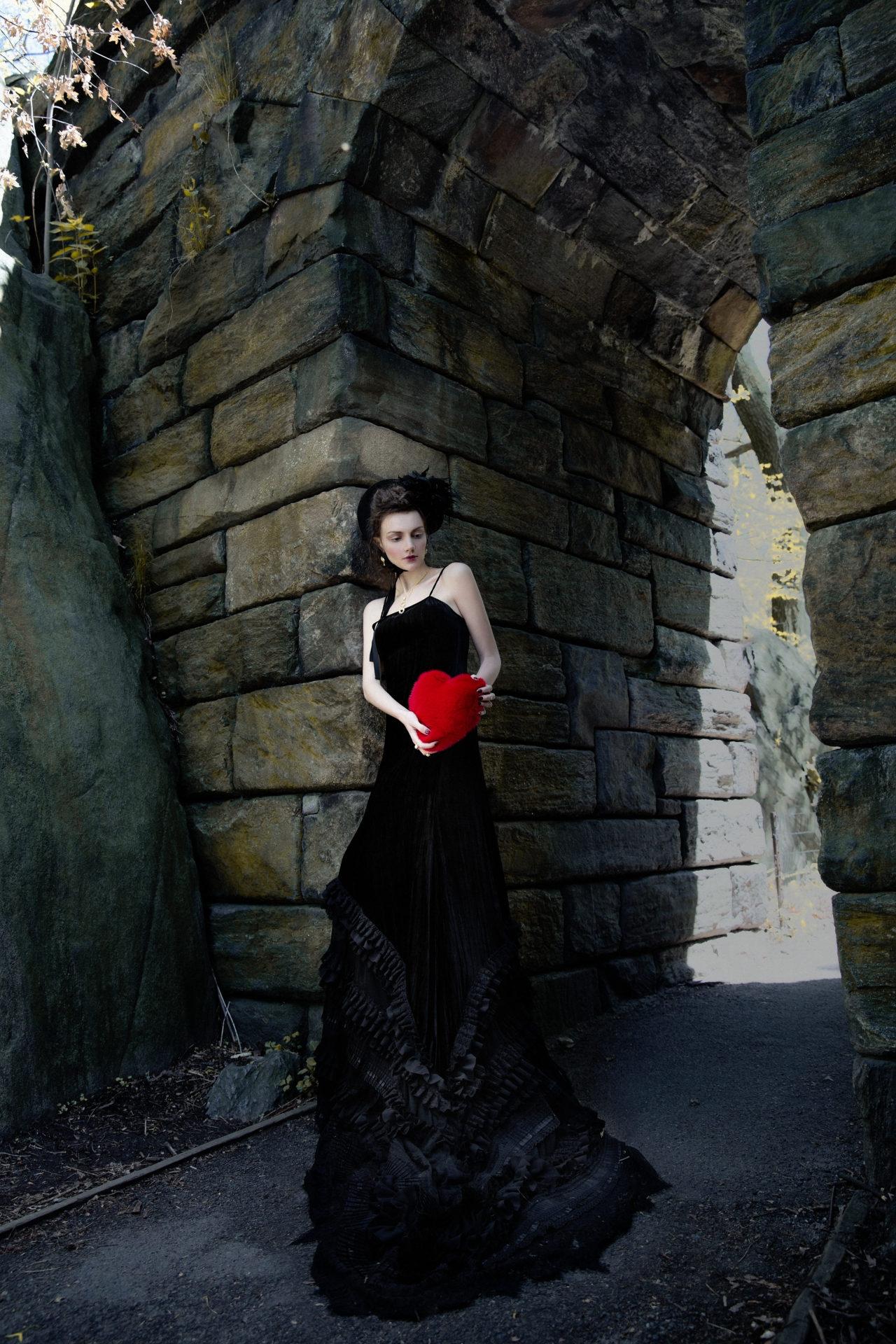 Velvet dress — Breelayne; Headdress - Сhuchu. Fur clutch - Georgine. Neckless, earrings, rings - Solomeina